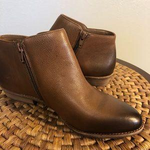 NIB - GIANNI BINI ankle booties. Walnut color...